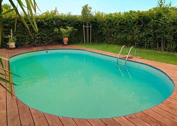 grünes Poolwasser